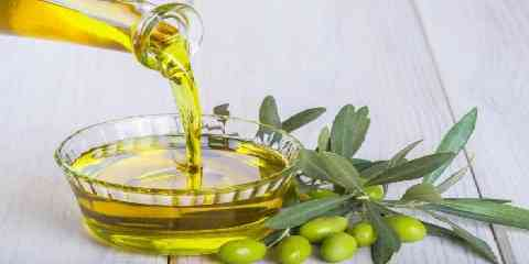 Olive Oil For Hair Growth Hair Loss And Regrowth Benefits And How To Use It